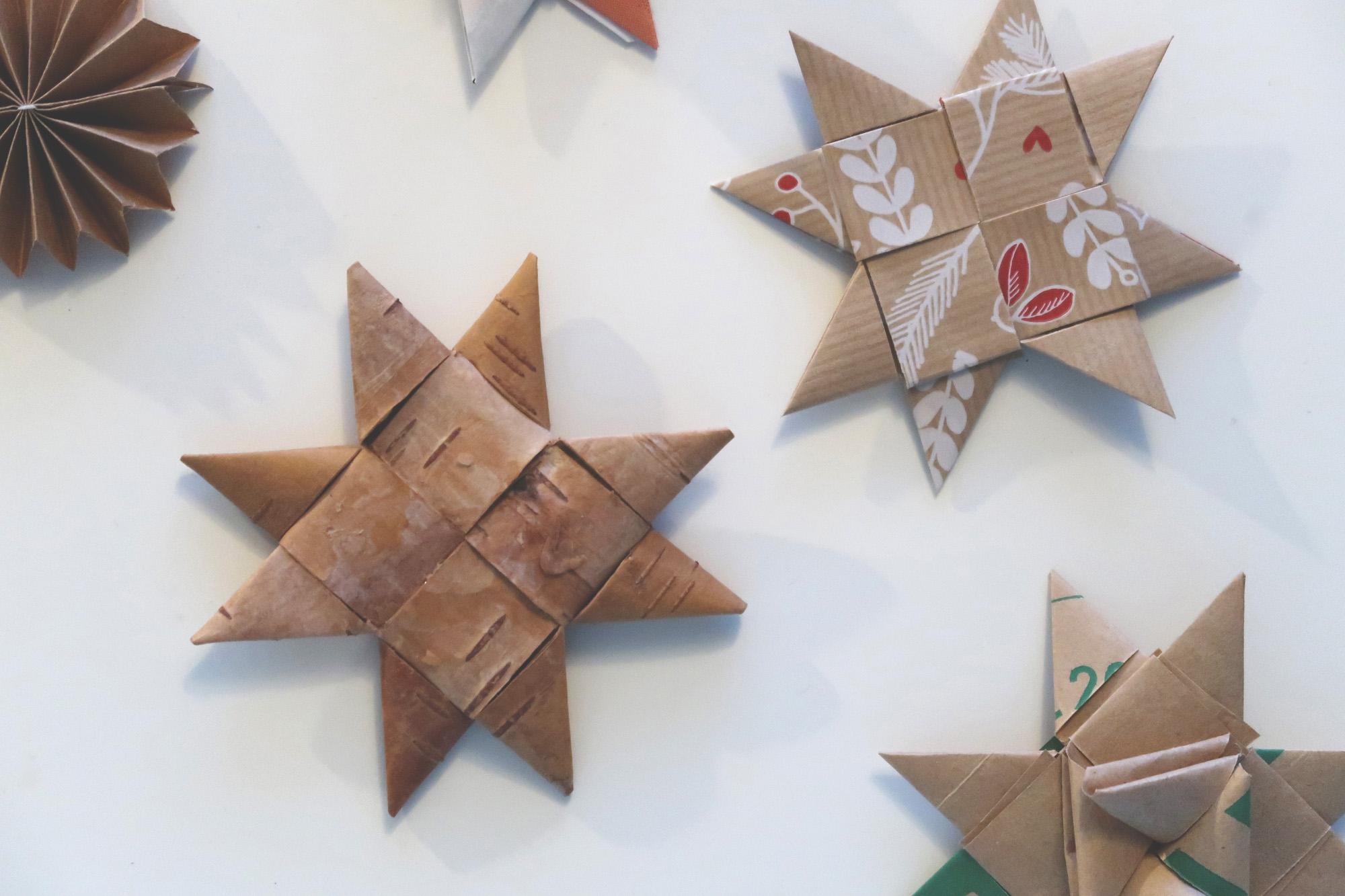 Vik en pappersstjärna av pappersremsor